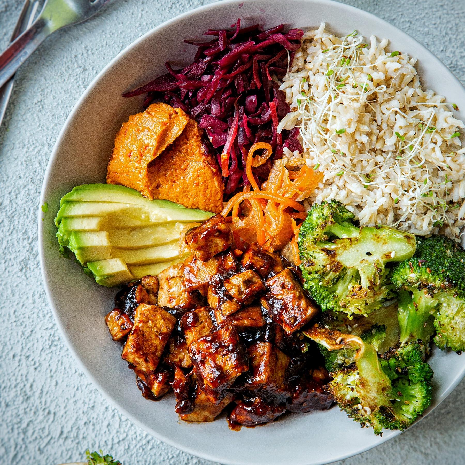 20+ Sticky spicy tofu and charred broccoli buddha bowl Bilder